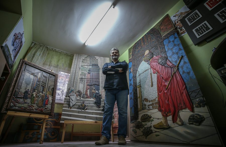 Bursa Da Unlu Ressamlarin Eserlerini Uc Boyutlu Ahsap Tablolara