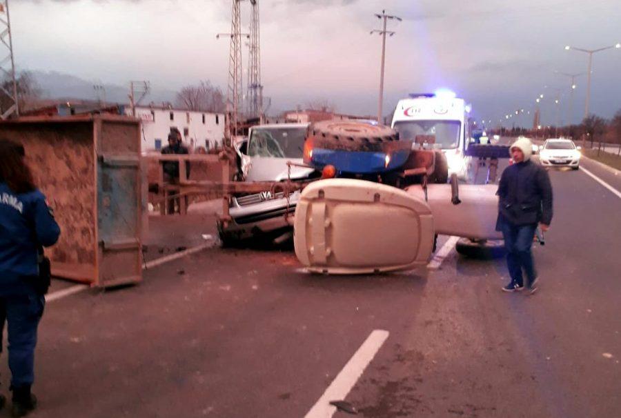 MANİSA'nın Salihli ilçesinde, bir minibüs, römork takılı olan traktöre arkadan çarptı. Kazada traktör sürücüsü ile römorkta bulunan mevsimlik işçilerin de aralarında bulunduğu toplam 14 kişi yaralandı. ile ilgili görsel sonucu