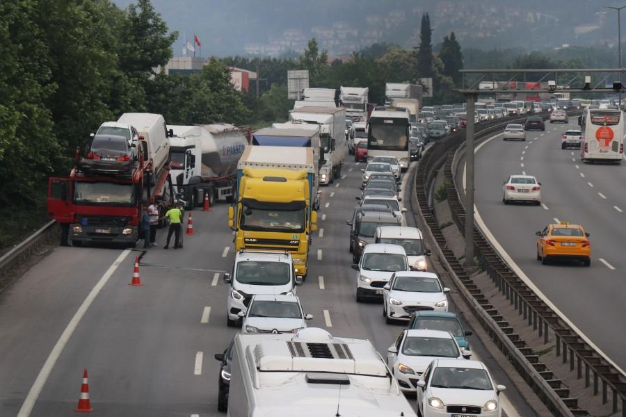 TEM Otoyolu'nda 13 araç birbirine girdi - Bursada Bugün - Bursa bursa haber  bursa haberi bursa haberleri Bursa