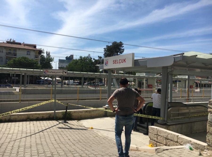 İzmir'in Selçuk ilçesinde 18 yaşını henüz doldurmayan genç, dayısını 16 el ateş ederek öldürdü. ile ilgili görsel sonucu