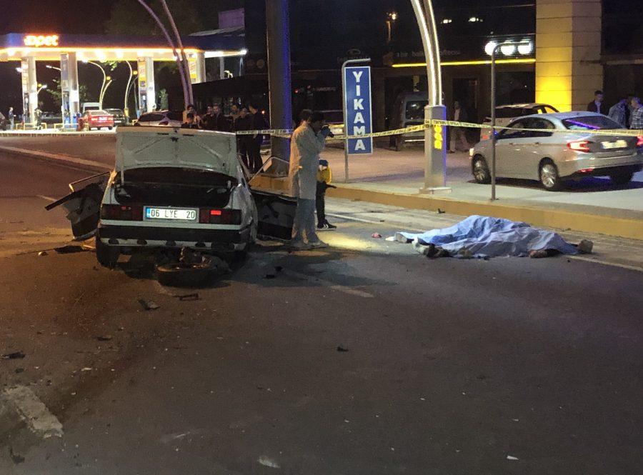 Kocaeli'nin Gölcük ilçesinde 2 otomobilin kavşakta çarpışması sonucunda meydana gelen kazada 2 kişi hayatını kaybederken, 3 kişi ağır yaralandı. ile ilgili görsel sonucu