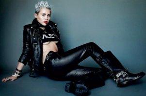 Miley Cyrus'un seksi ve asi pozları