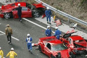 10 trilyonluk kaza...8 Ferrari, 2 Lombarghini ve 2 Mercedes çarpıştı