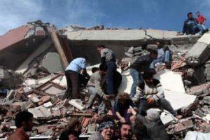 Van'da 6 katlı bina çöktü