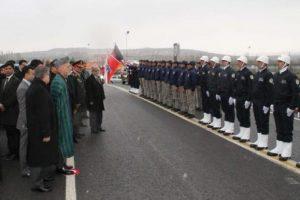 Karzai Afgan polis adaylarını ziyaret etti