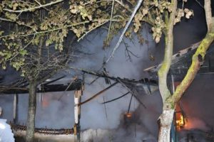 Tüp patladı ev kül oldu
