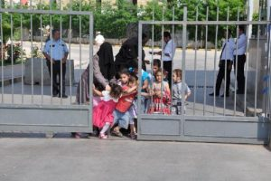 Suriyelilerin kaçışı sürüyor