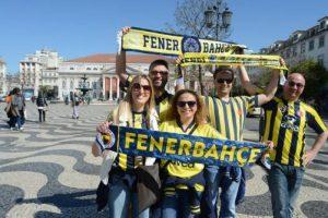 Fenerbahçe taraftarları Lizbon'u istila etti