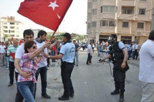 Akil İnsanlar protestosuna polis müdahalesi