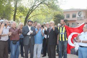 Atatürk anıtı için eylem