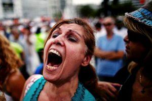 Yunan halkı sokaklara döküldü
