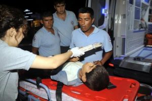 Parmağının sıkıştığı demir korkulukla hastaneye getirildi
