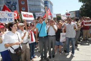 Banka şubesine T.C. protestosu