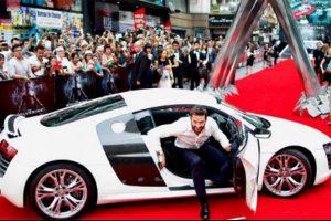 Hugh Jackman kırmızı halıya otomobiliyle çıktı