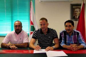 Karşıyaka Ars'la imzaladı
