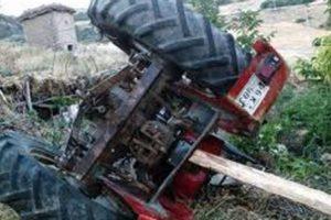 Traktörün altında feci ölüm