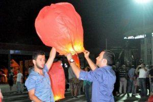 Dilek balonu uçurdular