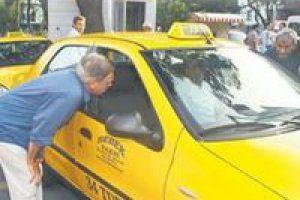 Erol Aksoy taksiciyle pazarlık etti