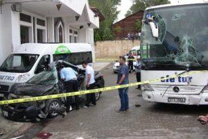 Freni boşalan otobüs dehşet saçtı