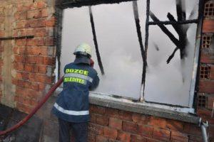 Elektrik kontağı evi yaktı