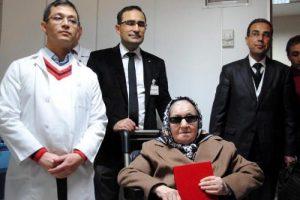 Görme engelli hayırseverden hastaneye bağış