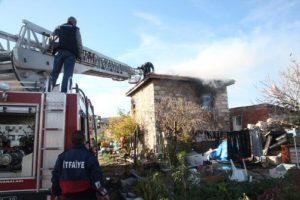 Yangın bağ evini küle çevirdi