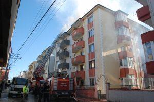 Bursa'da çatı arasına boşaltılan soba kovası binayı yakıyordu