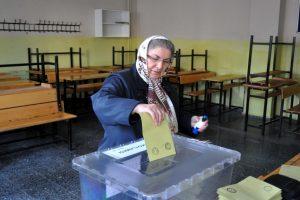 Bursa'da oy verme işlemi başladı!