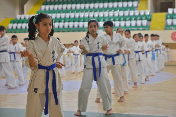 Bursa Yıldırım'da sporla büyüyen nesiller yetişiyor
