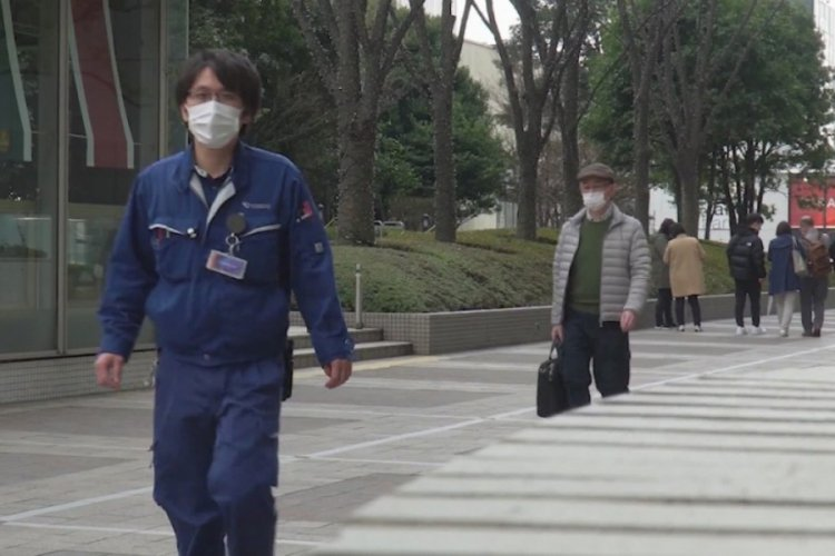 Japonya'da OHAL halkı evde tutmaya yetmedi