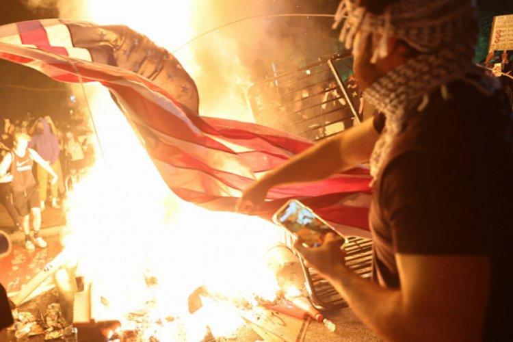 George Floyd protestolarındaki şiddet olaylarını Antifa ve yabancı ...
