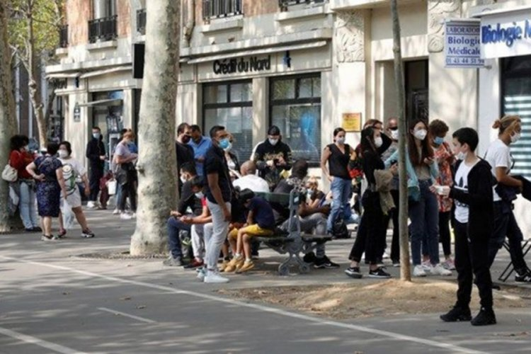 İtalya'da son 24 saatte 30 bin 550 yeni vaka