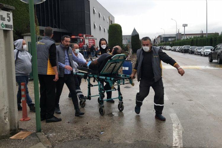 Bursa'da fabrikada yangın: İki işçi dumandan etkilendi
