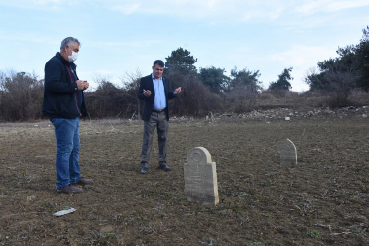 Bursa'da kuraklıkta su altındaki mezarlar ortaya çıktı