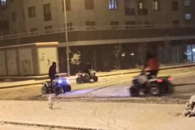 Bursa'da kar yağışı koronavirüsü unutturdu!