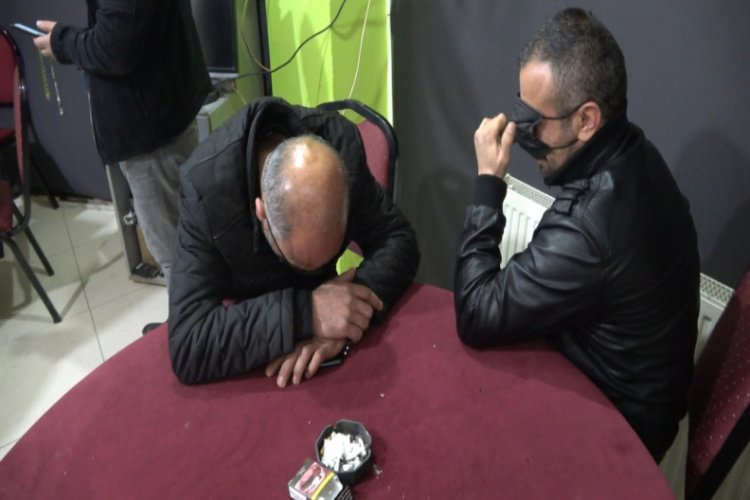Bursa'da dernekte kumar oynayan 13 kişiye 56 bin 550 TL para cezası kesildi