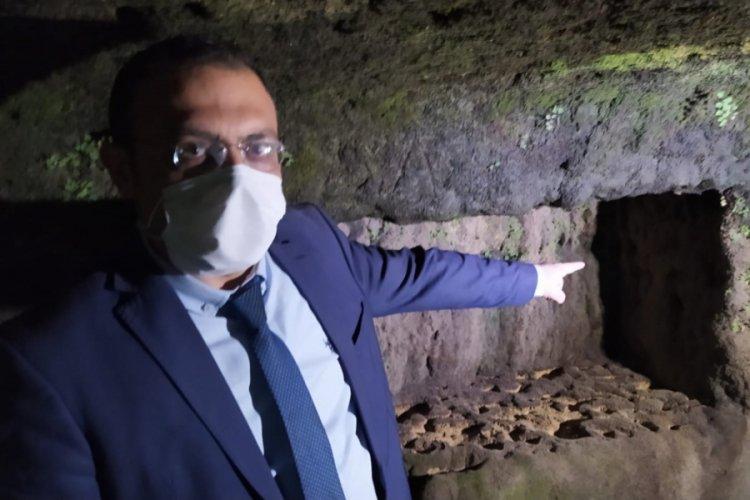 Sular çekildi, kaya mezarları ortaya çıktı