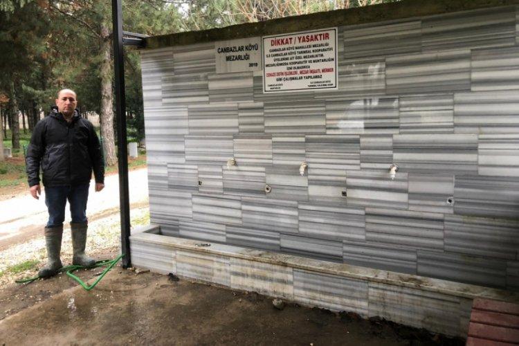 Bursa'da hırsızlar mezarlığın musluklarını çaldı, tonlarca su boşa aktı