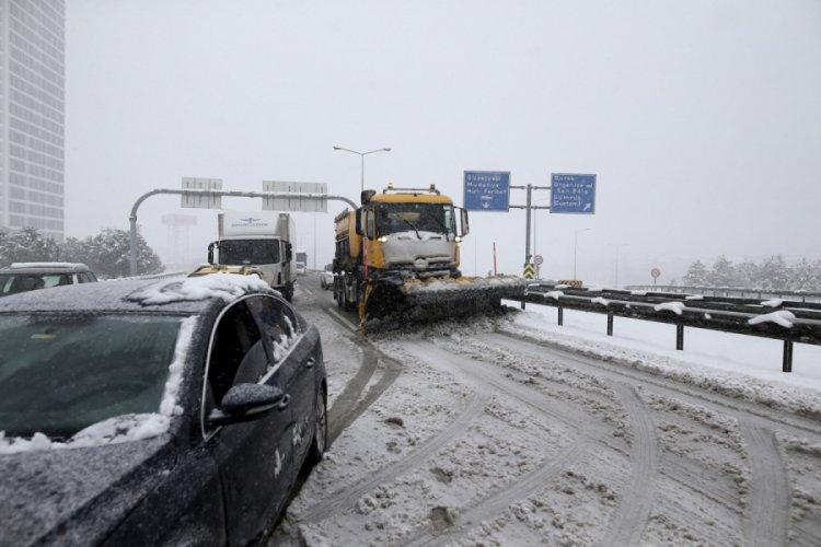 Bursa-İzmir otobanı ulaşıma kapandı