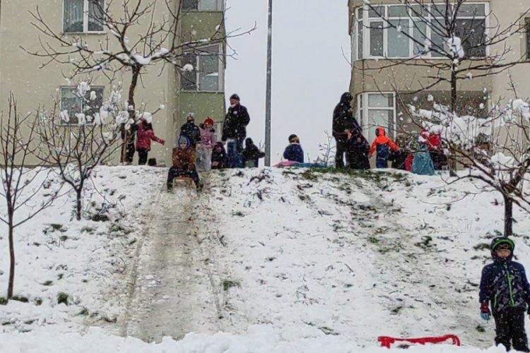 Bursa'da yağan kar kısıtlamayı unutturdu