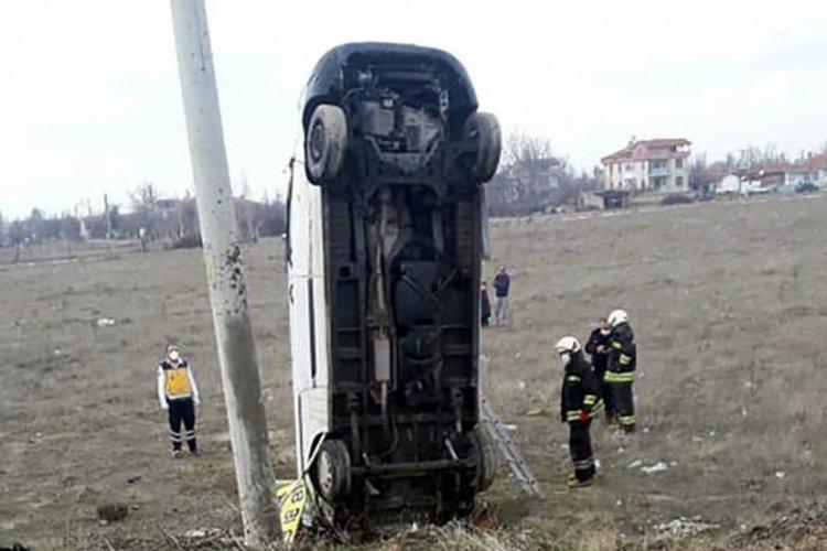 Yoldan çıkan kamyonet şaha kalktı