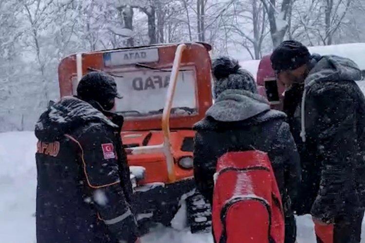 Kamp yaparken kar nedeniyle mahsur kalan 20 kişi kurtarıldı