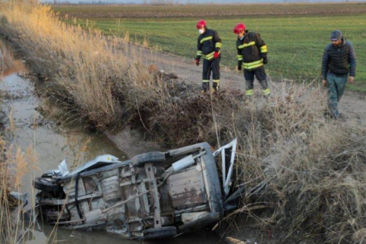 Hafif ticari araç kanala uçtu: 1 ölü