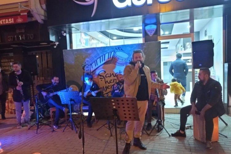 Bursa Gürsu'da pandemi akşamları konserlerle renkleniyor