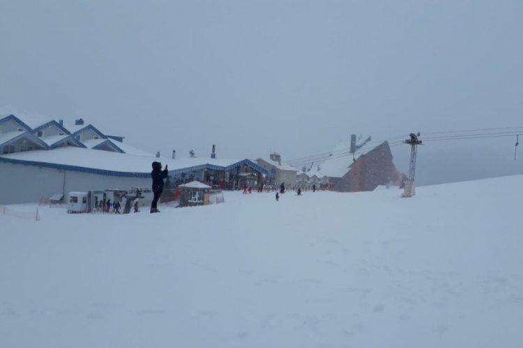 Bursa Uludağ'da kar yağışı başladı