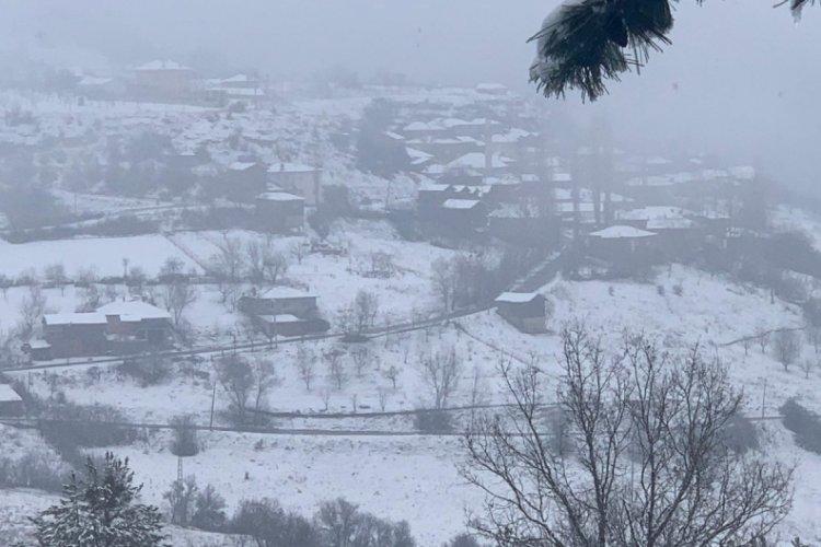 Bursa'nın dağ ilçelerinde kar kalınlığı 10 santimetreyi geçti