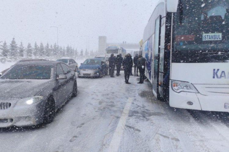 Bursa'da kazalar otoyolu trafiğe kapattı