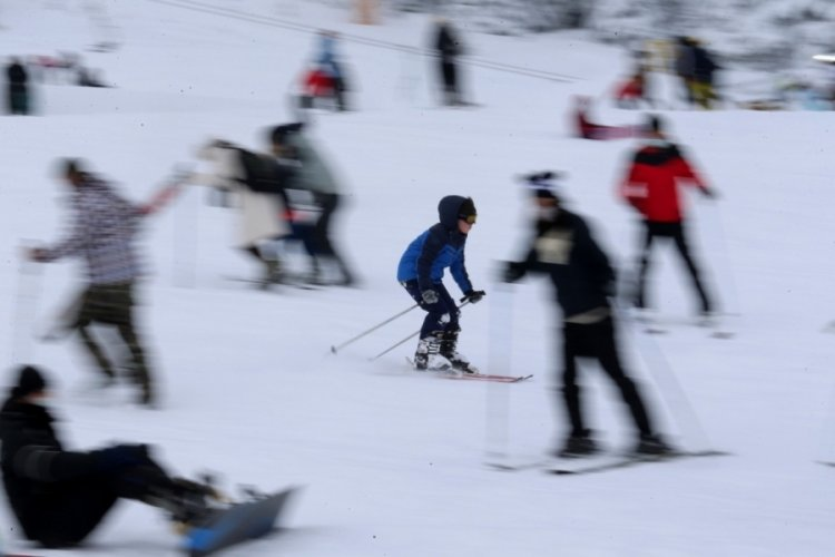 Minik kayakçılar Bursa Uludağ'da yarıştı