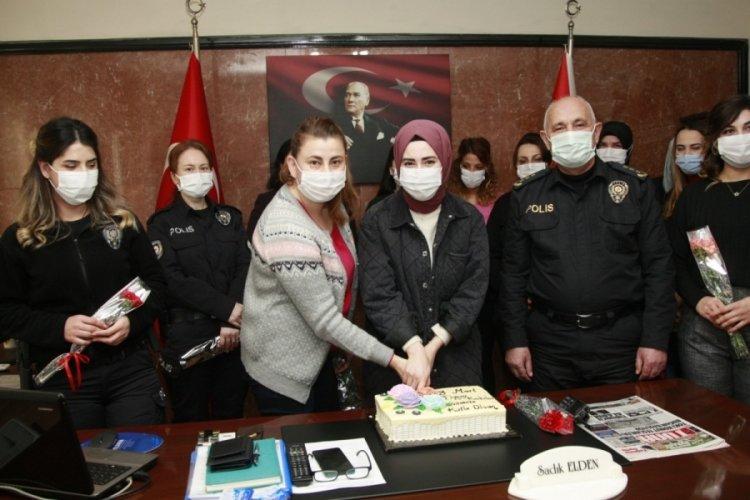 Bursa'da ilçe emniyet müdüründen kadın personele pasta