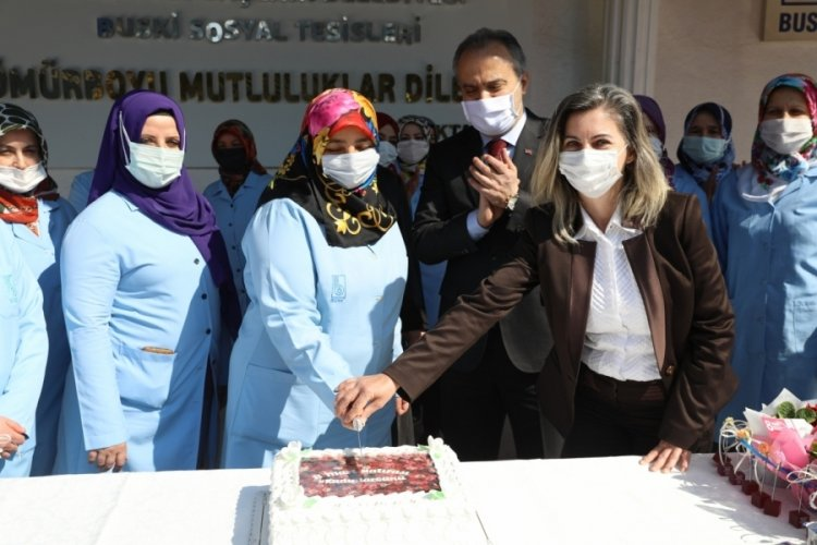Bursa Büyükşehir Belediye Başkanı Aktaş, kadın personelle bir araya geldi